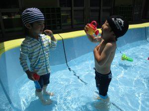 プール遊びが始まりました