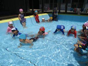 夏休みのプールあそび