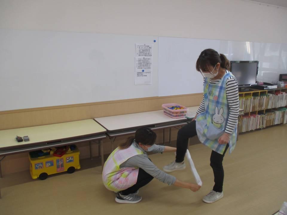 親子触れ合い遊びー続きー(5月11日)
